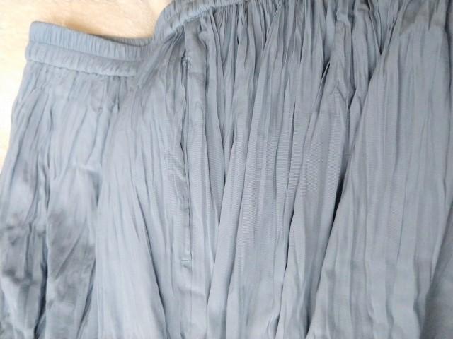 ユニクロのサテンスカートパンツ